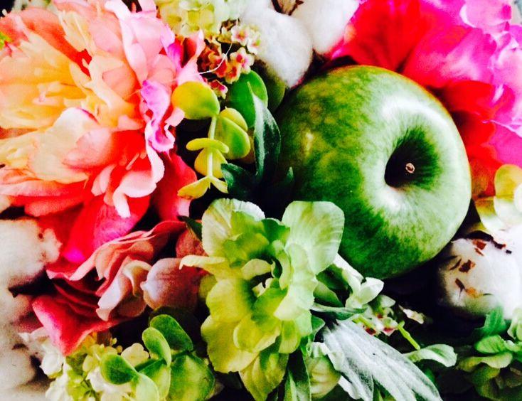 Verde en la oficina: manzanas deliciosas Granny Smith