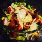 ensalada con fruta fresca