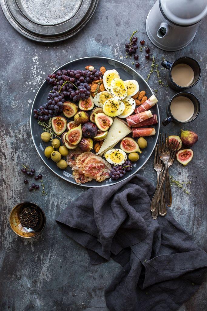 Huevos duros, aceitunas, uvas