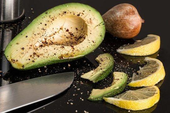 comer aguacate y colesterol