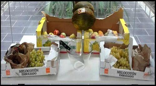 fruta en empresas. Uvas, peras y manzanas