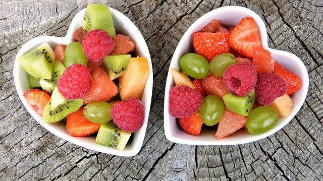 ensalada de frutas con salsa cerveza