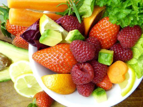 zumo de zanahoria fresa y cerezas