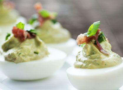 huevos-rellenos-aguacate