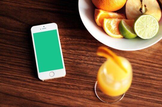 El comercio electrónico en España tiene su futuro en el móvil y poder hacer la compra de alimentación en el móvil ya no es una ilusión.