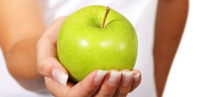 manzanas en la oficina saludable