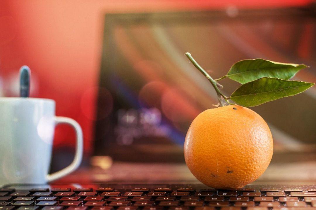 fruta en la oficina. fruta en startups