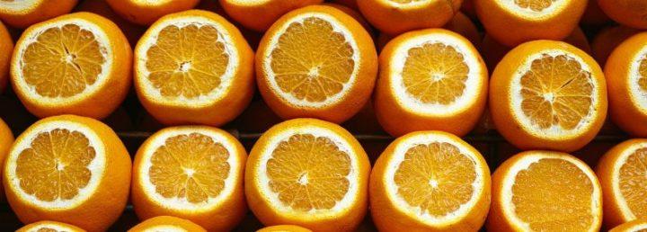 Pelar la naranja en la oficina