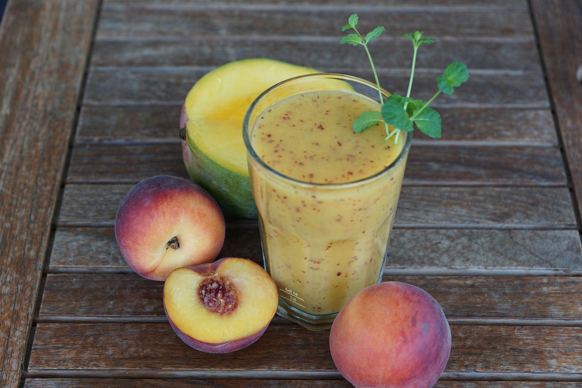 Receta zumo de mango, papaya y melocotón (Thermomix)